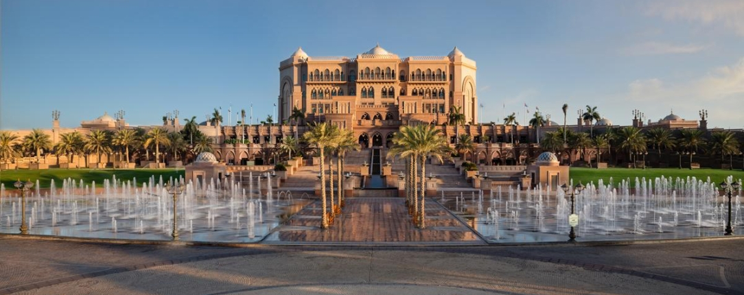 kiauh_emirates-palace-fountains-day.jpg;;;mode=crop;anchor=middlecenter;autorotate=true;quality=90;scale=both;progressive=true;encoder=freeimage